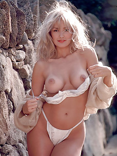 Blonde Boobs Pictures